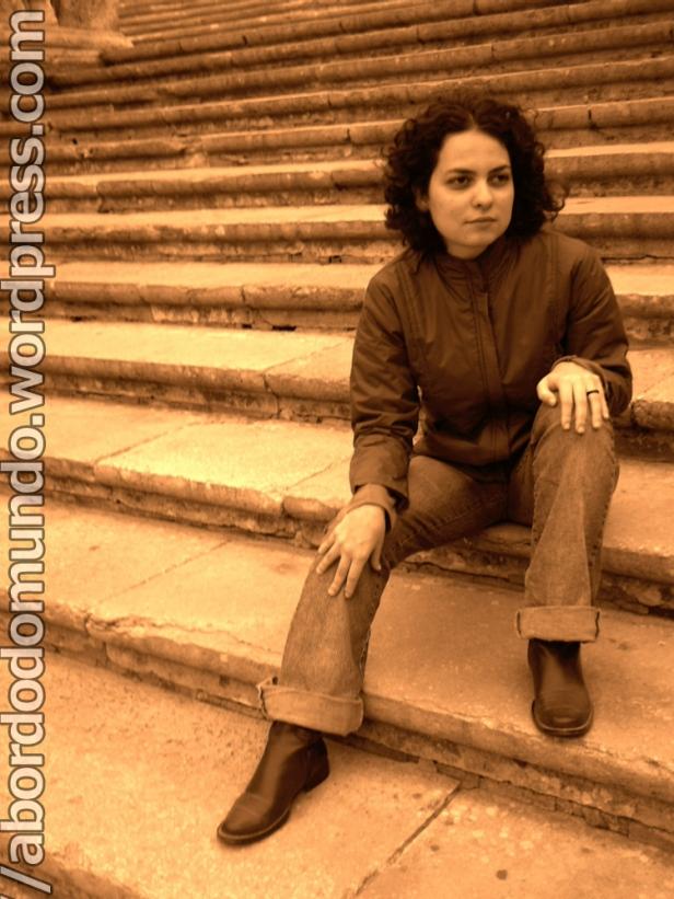 Fazendo pose nas escadarias da catedral de Girona