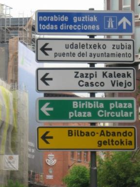 Placas bilingues: espanhol e euskara