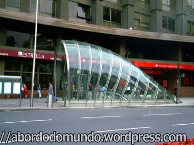 Saída do metrô em Bilbao