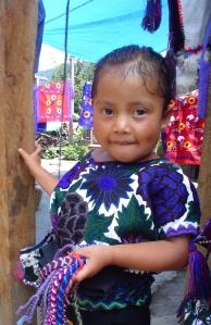 mexicanazinha linda, de Zinacantan, vende artesanatos indígenas.