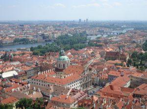 Vista aérea de Praga. Recomendo subir na torre, na catedral do castelo. Pouca gente sabe, mas inclusive é grátis.