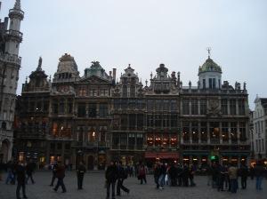 A praça principal de Bruxelas já foi considerada pelo rei Carlo V a mais bonita da Europa.