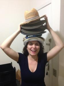 Dilemas de mudança: será que consigo levar minha coleção de chapéus para Hong Kong? (bom, esses da foto são metade dos que tenho).
