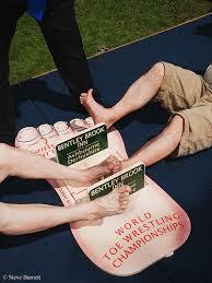 toe wrestling3