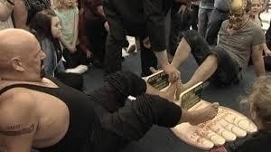 toe wrestling4