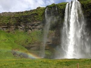 Cachoeira Seljalandsfoss: Não é preciso falar islândes para apreciar as paisagens