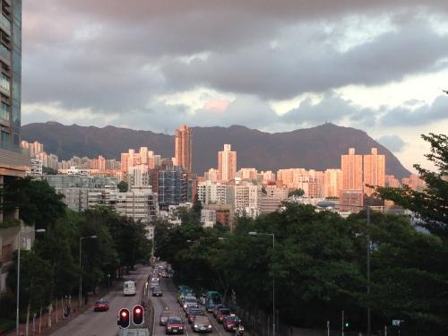 Essa montanha em Kowloon Tong, Hong Kong é a minha Serra do Curral.