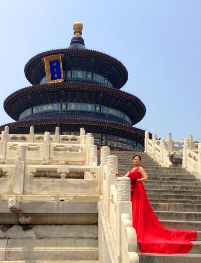 Noiva chinesa com vestido vermelho