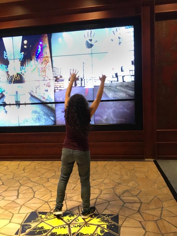 Jogo interativo na City Of Dreams, em MAcau