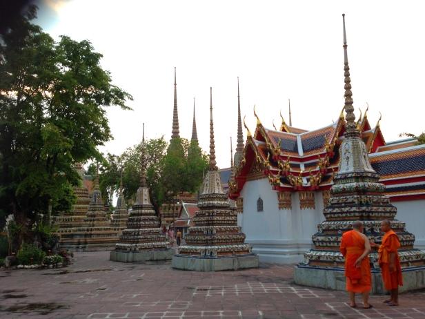 monges na tailandia