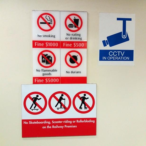 placa proibicoes Singapura